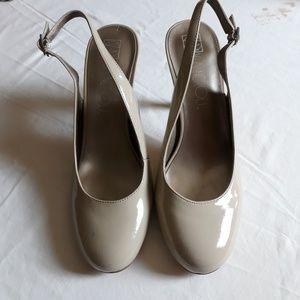 Via Nerloi tan heels size 8